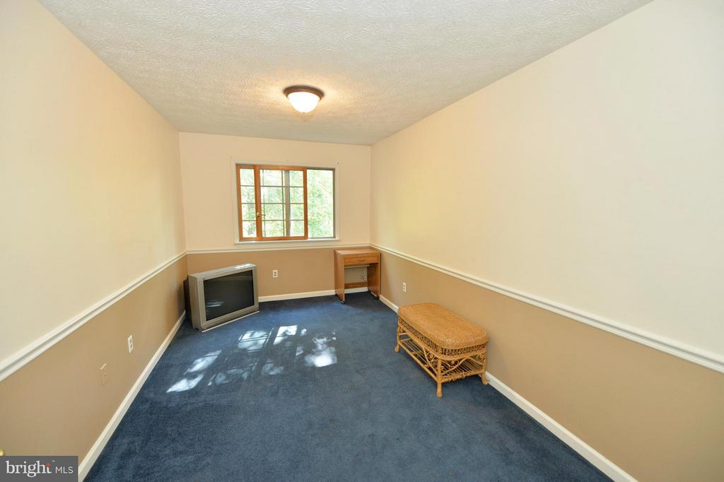 Upper Level Third Bedroom - 39 CONIFER CT, HARPERS FERRY