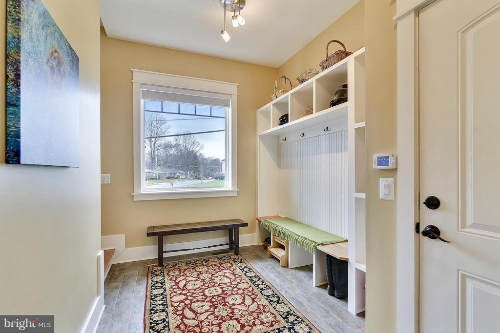 Plenty of room for coats and boots. - 622 TAPAWINGO RD SW, VIENNA