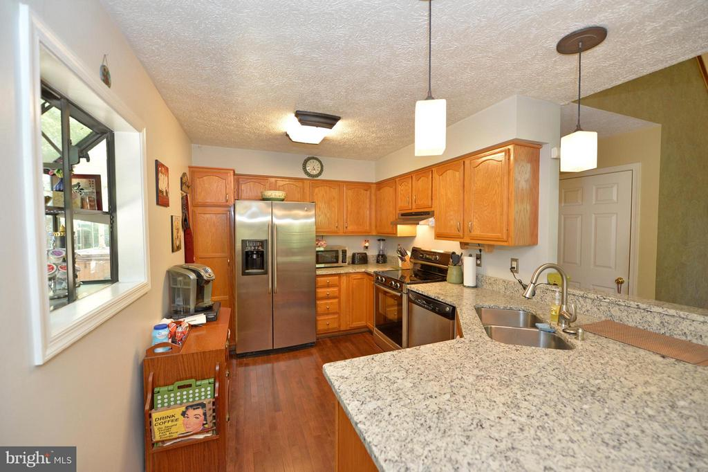 Granite Counters & Stainless Steel Appliances - 39 CONIFER CT, HARPERS FERRY