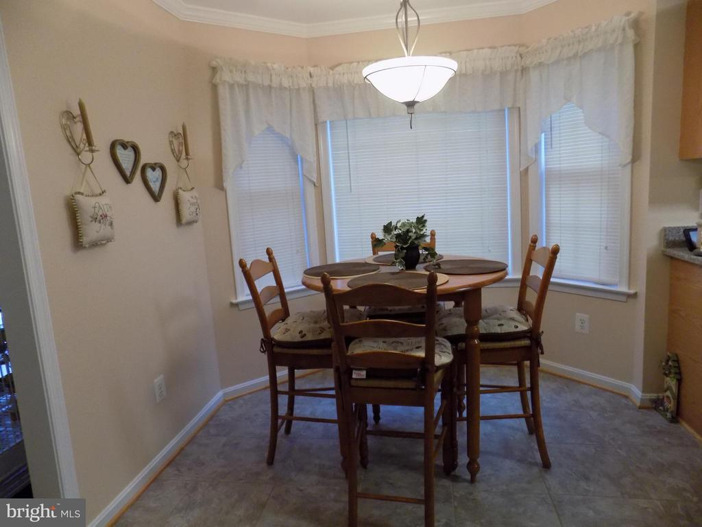 Cozy kitchen nook - 10285 REDBUD RD, UNIONVILLE