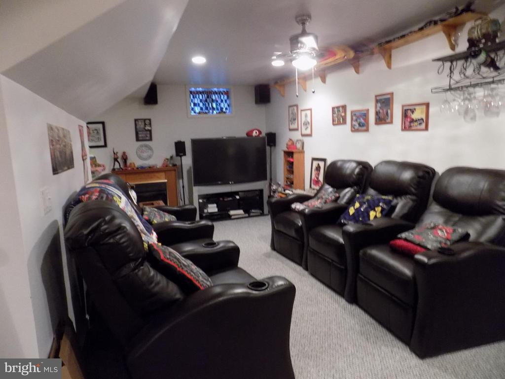 Basement has two sides, one for sitting - 10285 REDBUD RD, UNIONVILLE