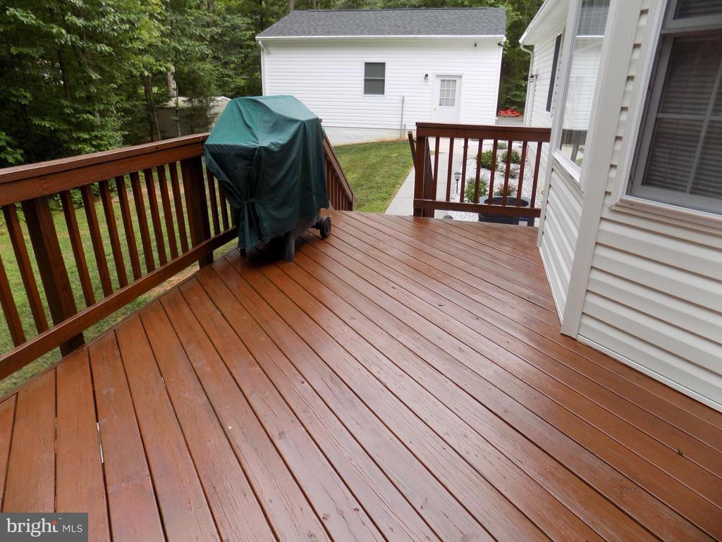 Exterior (Rear) Rear deck to entertain - 10285 REDBUD RD, UNIONVILLE
