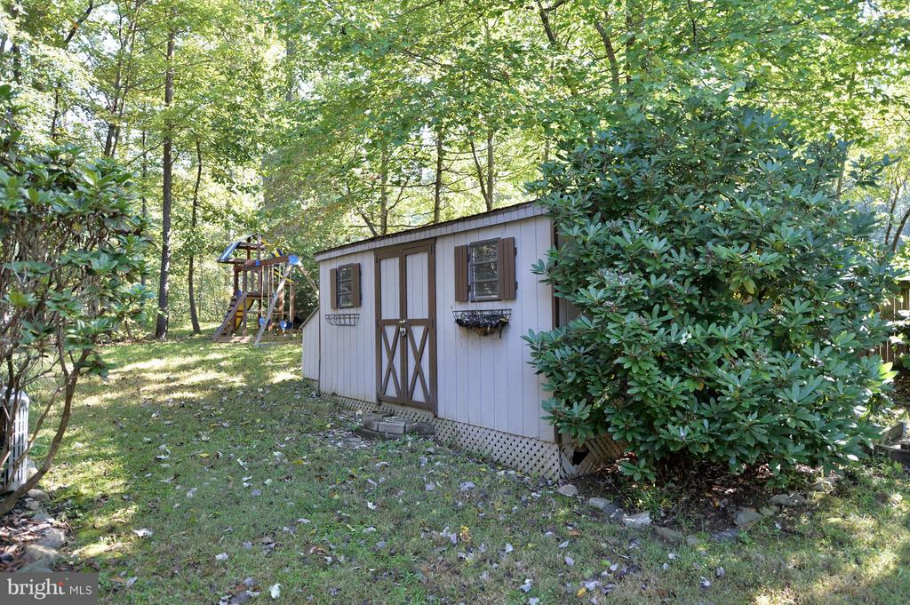 One of Two Gardeners Sheds - 39 CONIFER CT, HARPERS FERRY