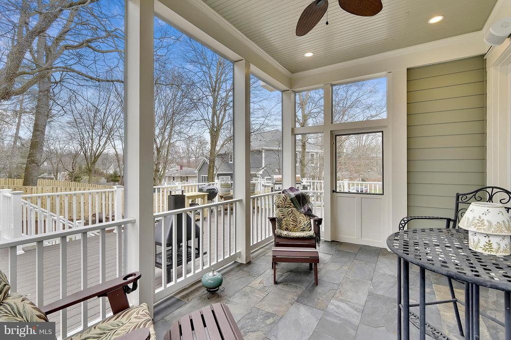 Screen porch with access to the deck - 622 TAPAWINGO RD SW, VIENNA