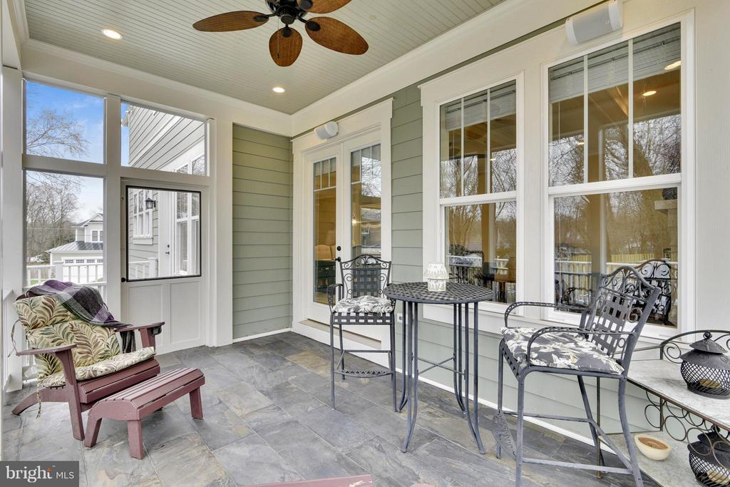 Screen porch with Bluestone floor - 622 TAPAWINGO RD SW, VIENNA