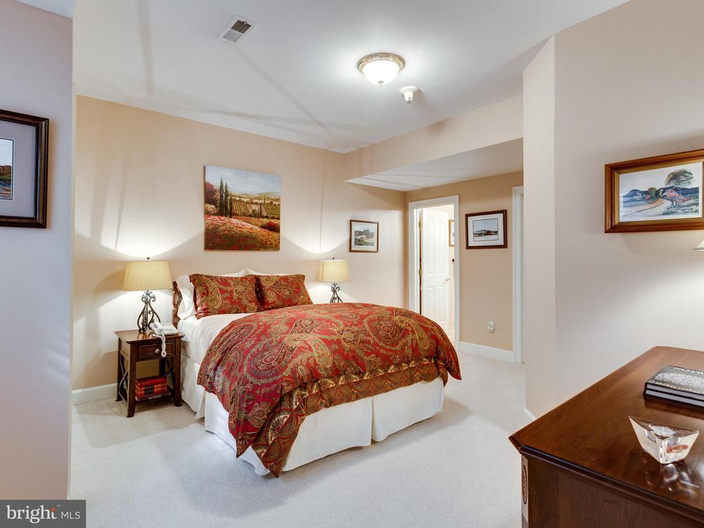 Bedroom - 1031 TOWLSTON RD, MCLEAN