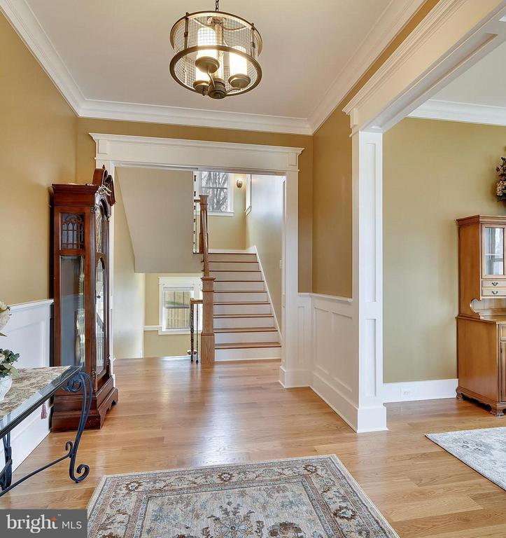 Welcoming Foyer with wide plank hardwood floors - 622 TAPAWINGO RD SW, VIENNA