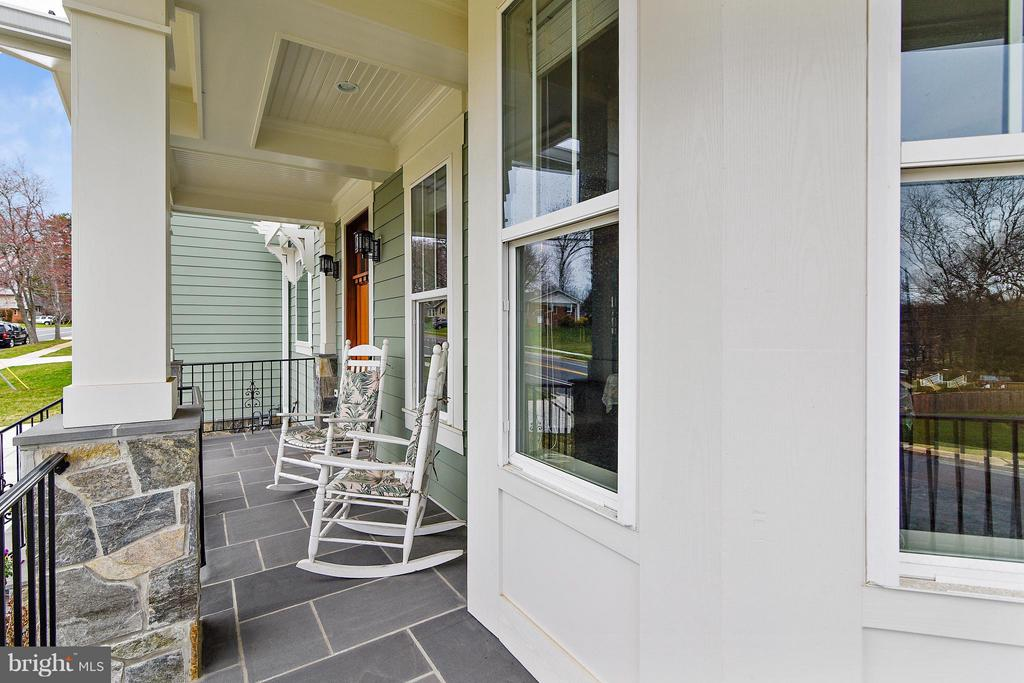Charming front porch with Bluestone floor - 622 TAPAWINGO RD SW, VIENNA