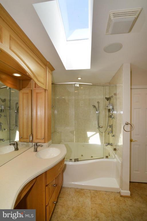 Bath (Master) - 514 DRY MILL RD SW, LEESBURG