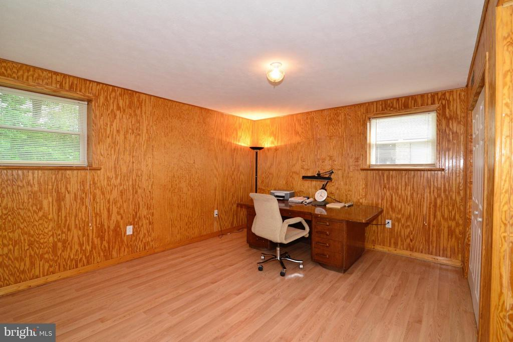 OFFICE - 15224 WATERLOO RD, AMISSVILLE