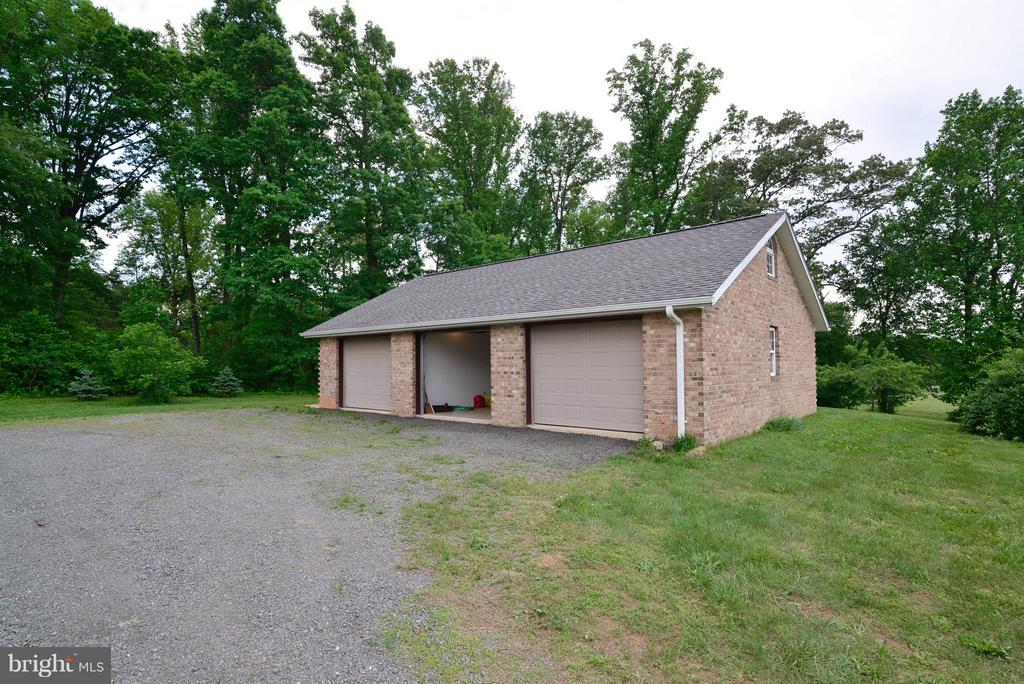 GARAGE - 15224 WATERLOO RD, AMISSVILLE