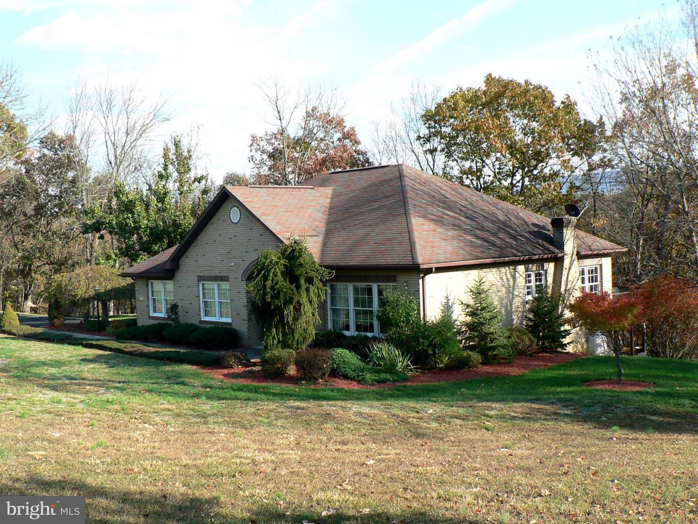 Single Family for Sale at 745 Point Dr Petersburg, West Virginia 26847 United States