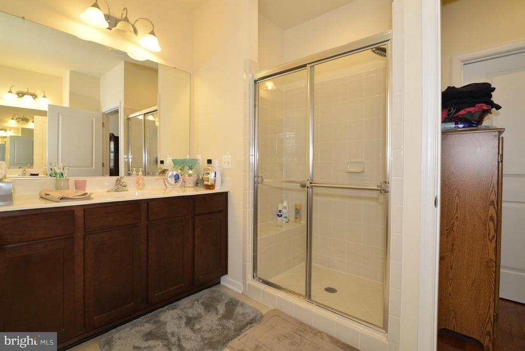 Main Level Master Bath - 21203 NED DR, ASHBURN