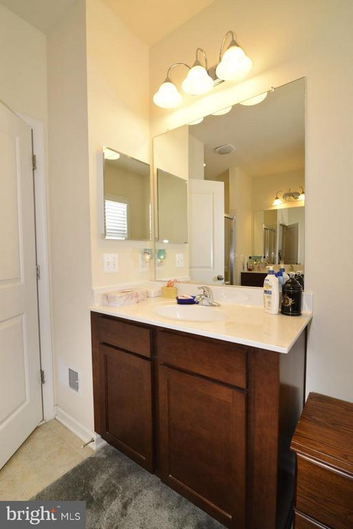 Main Level Master - Separate Vanities - 21203 NED DR, ASHBURN