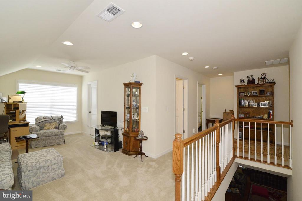 Loft in Upper Level could be additional Bedroom - 21203 NED DR, ASHBURN