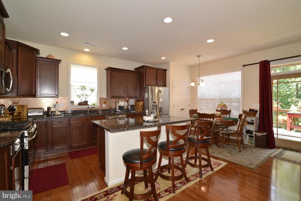 Kitchen with Island and Beakfast Bar - 21203 NED DR, ASHBURN