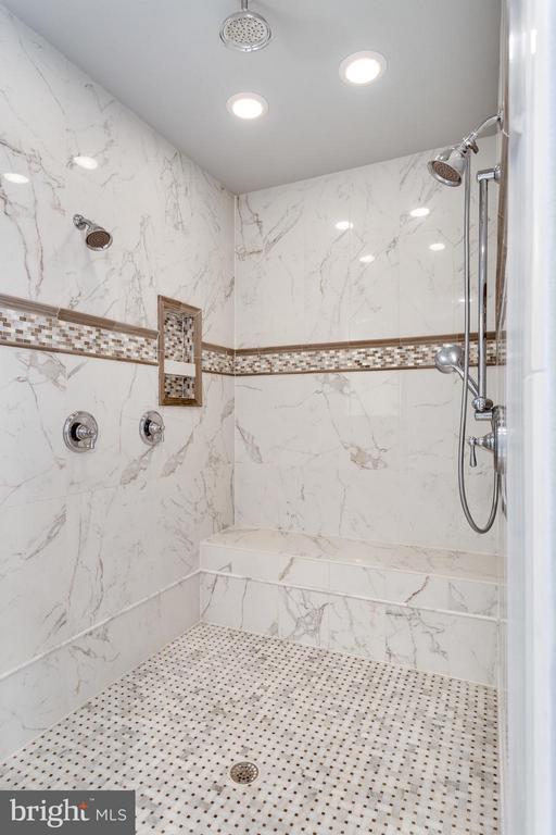 Bath (Master) - 4900 QUINTESSENCE CT, HAYMARKET