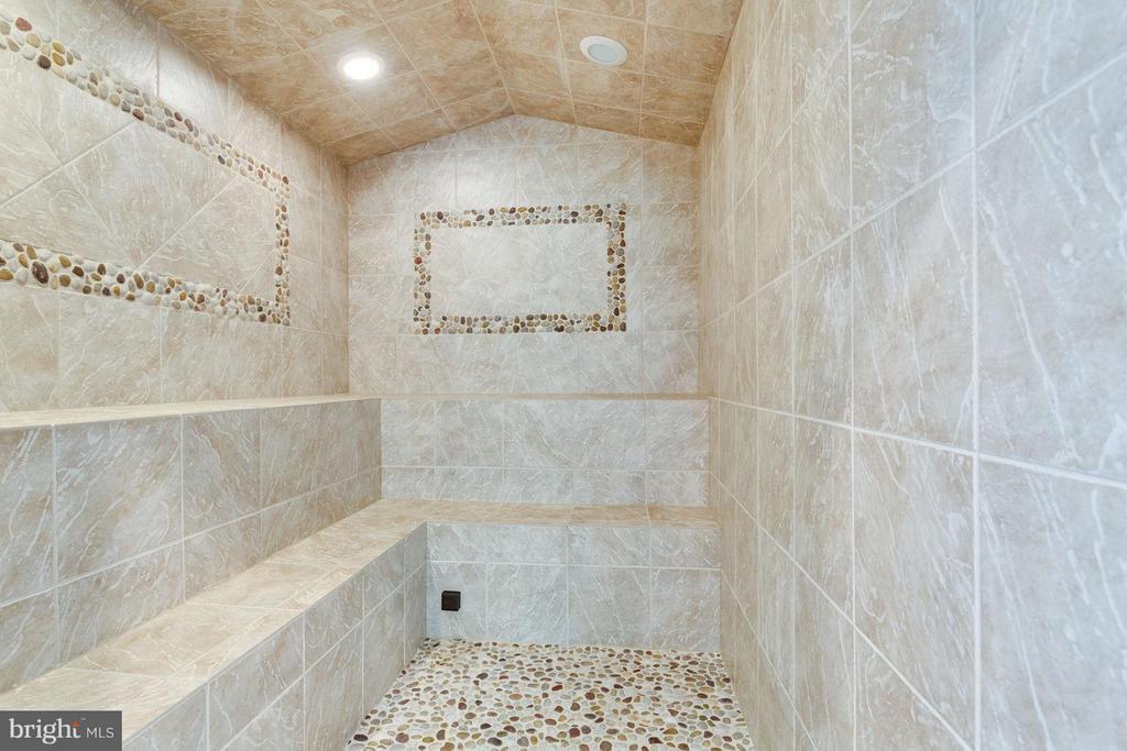 Bath - 4900 QUINTESSENCE CT, HAYMARKET