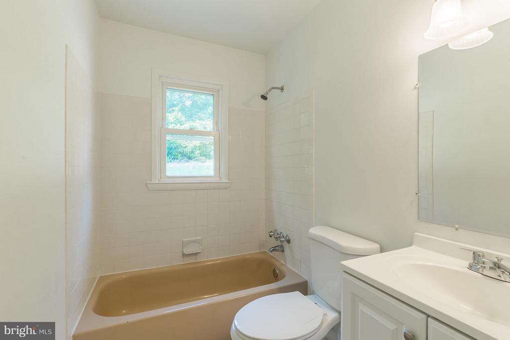 Bath - 4532 KNOLL DR, WOODBRIDGE