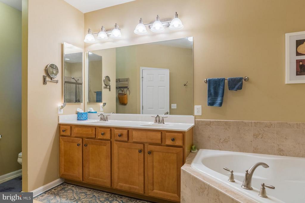 Double Vanity in Master Bathroom - 4009 HISTORIC VIRGINIA CT, DUMFRIES