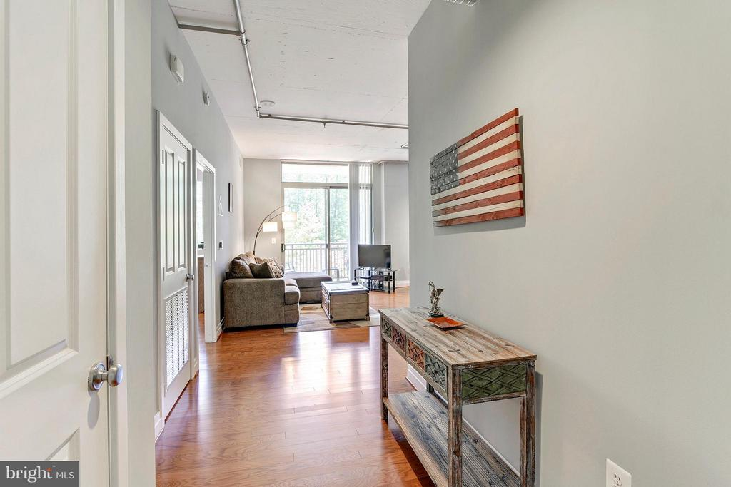 Foyer - 4480 MARKET COMMONS DR #205, FAIRFAX
