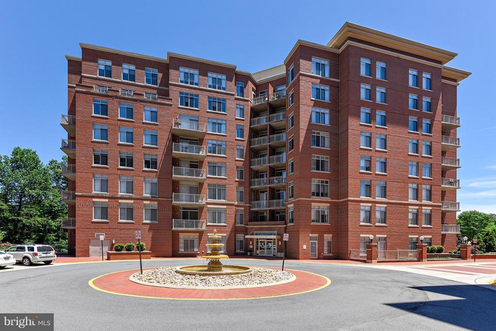 Exterior (Front) - 4480 MARKET COMMONS DR #205, FAIRFAX