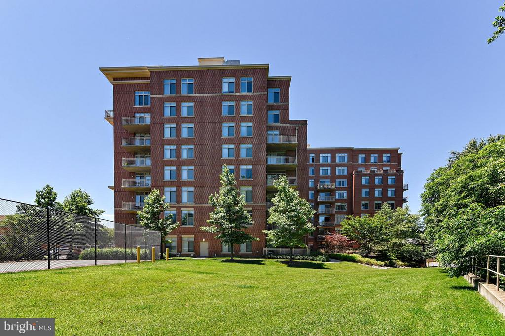 Exterior Side - 4480 MARKET COMMONS DR #205, FAIRFAX