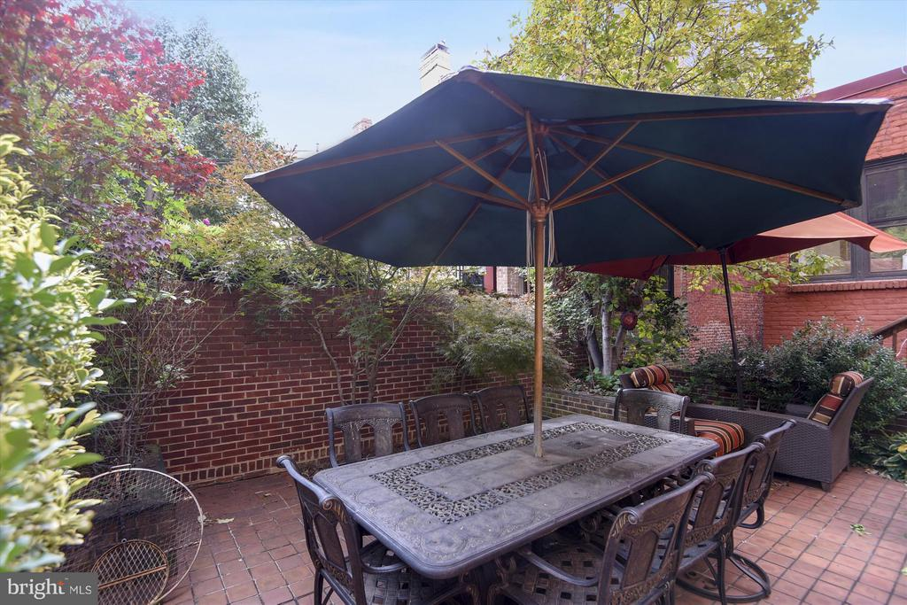 Enclosed Backyard Patio - 2034 O ST NW, WASHINGTON