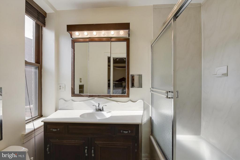 1st Bedroom Ensuite Bath - 2034 O ST NW, WASHINGTON