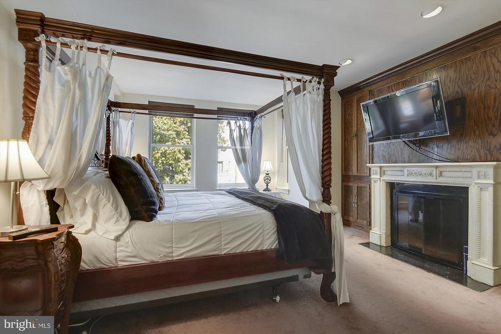 Master Bedroom with Ensuite Bath - 2034 O ST NW, WASHINGTON