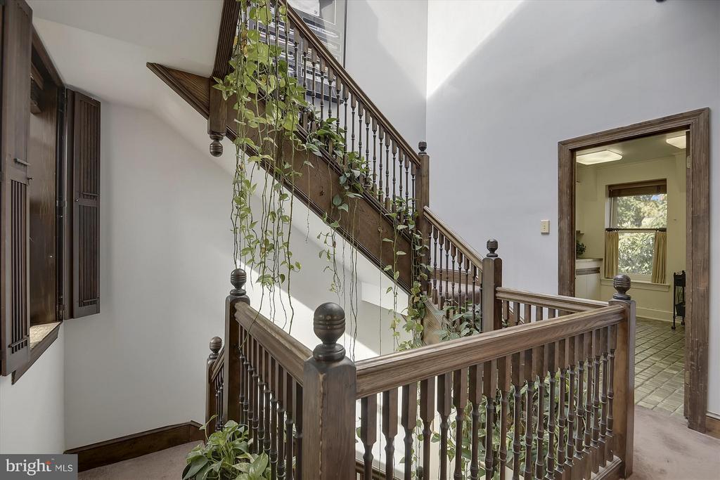 4th floor hallway - 2034 O ST NW, WASHINGTON