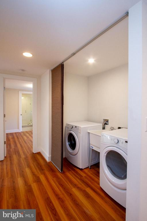 Washer/Dryer with 2nd hook-up on 2nd Level - 3200 LORCOM LN, ARLINGTON