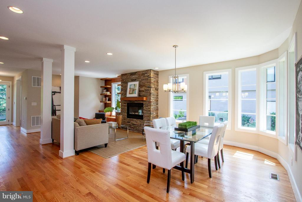 Dining room infused with natural light - 3200 LORCOM LN, ARLINGTON