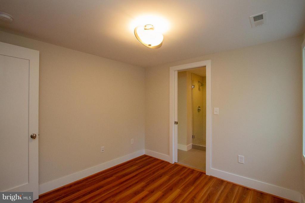 5th Bedroom on Lower Level Bedroom - 3200 LORCOM LN, ARLINGTON