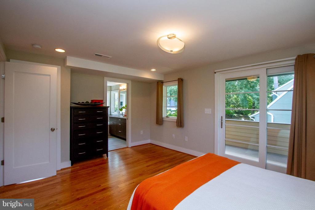 Master Bedroom with private balcony - 3200 LORCOM LN, ARLINGTON