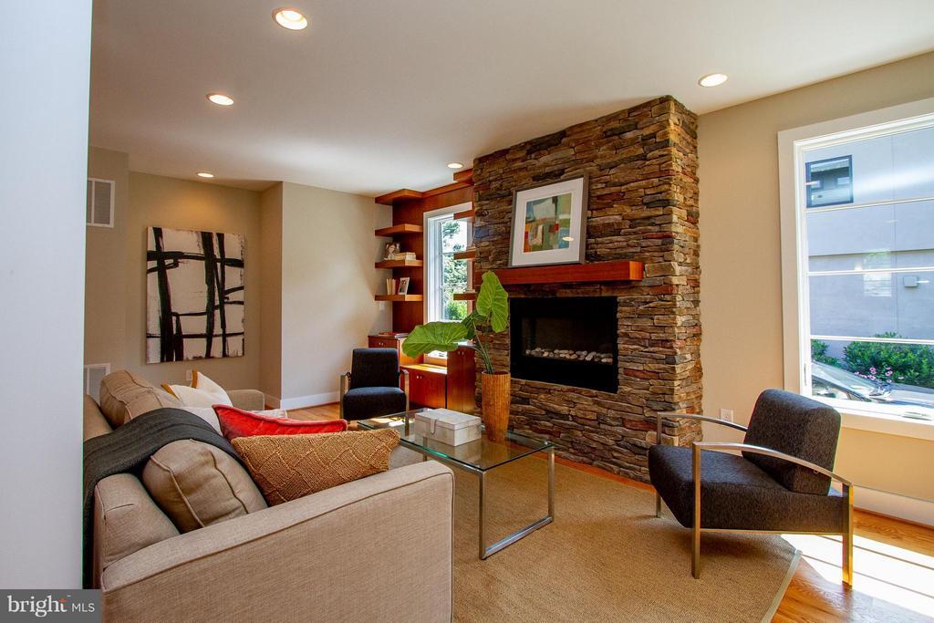 Fireplace with stone surround - 3200 LORCOM LN, ARLINGTON