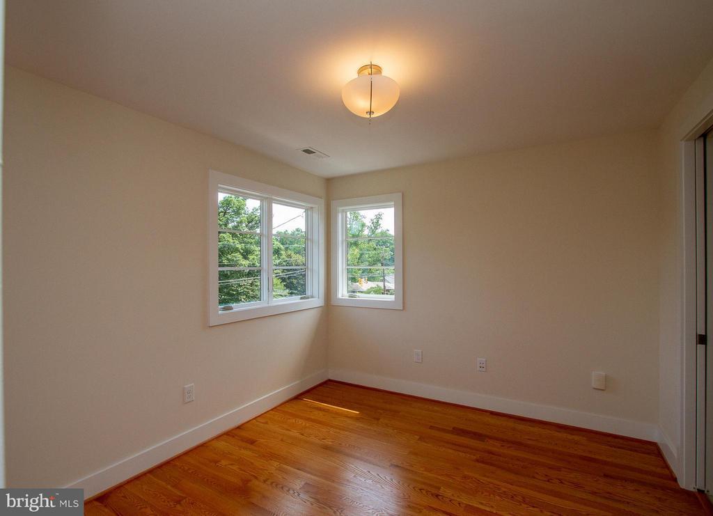 Second Bedroom with great light - 3200 LORCOM LN, ARLINGTON