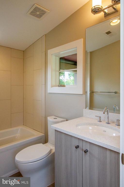 Full Bath off Rec Room - 3200 LORCOM LN, ARLINGTON