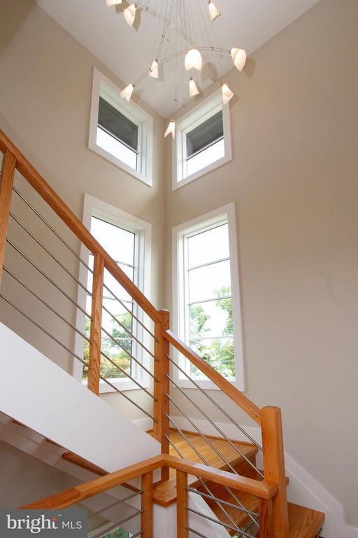Contemporary bright & airy open staircase - 3200 LORCOM LN, ARLINGTON