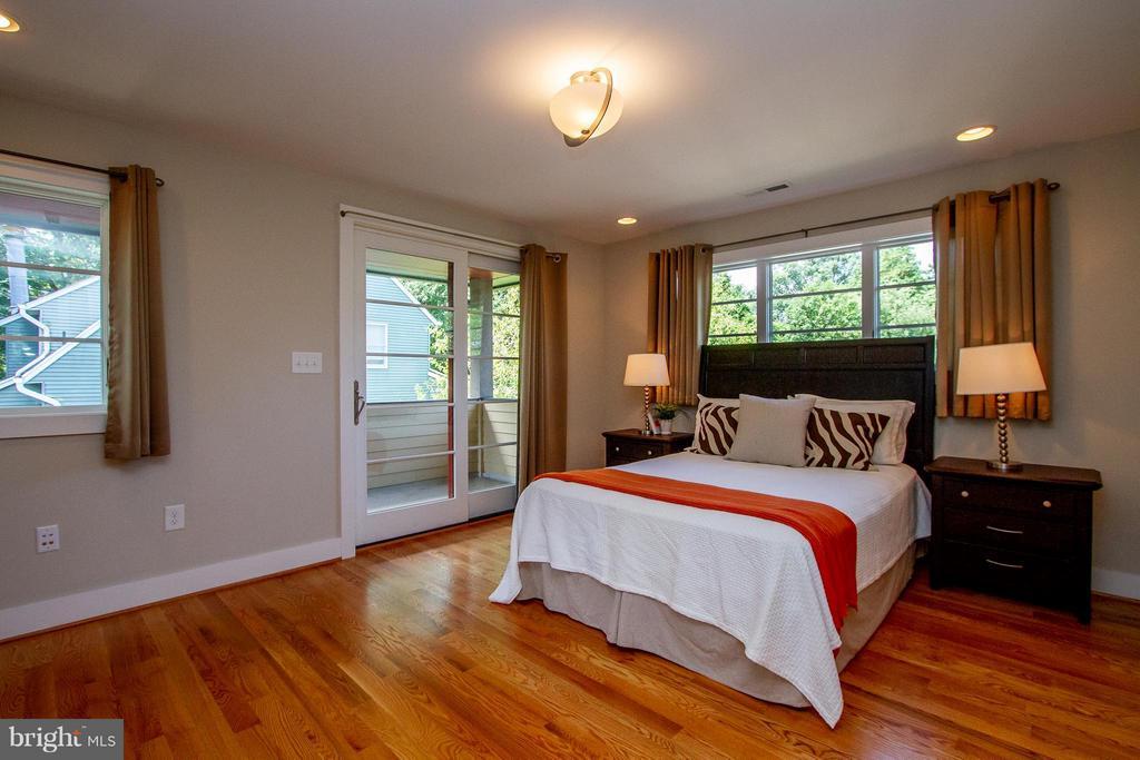 Spacious Master Bedroom - 3200 LORCOM LN, ARLINGTON
