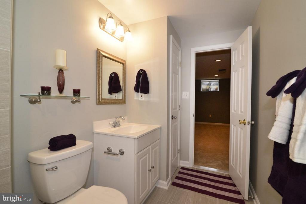 Bath - 11205 SILENTWOOD LN, RESTON