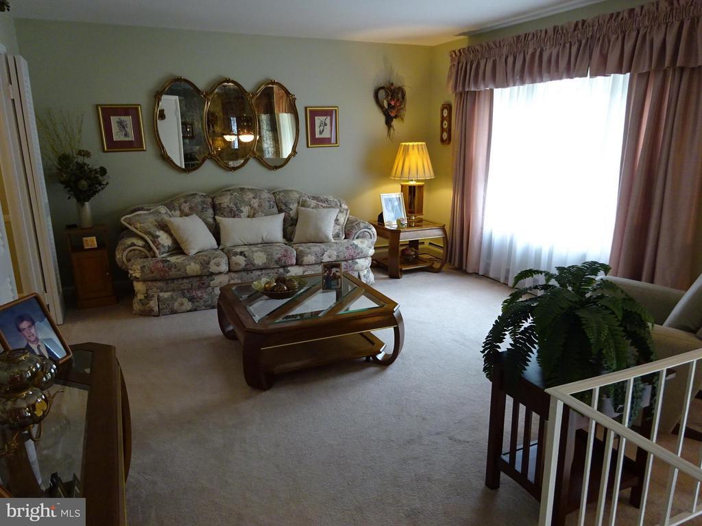 Living Room - 13627 KINGSMAN RD, WOODBRIDGE