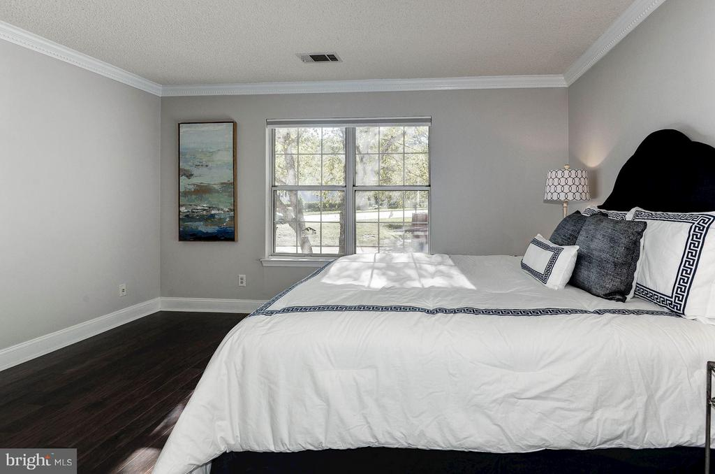Crown molding and brand new hardwood floors - 3903 GOLF TEE CT #326, FAIRFAX
