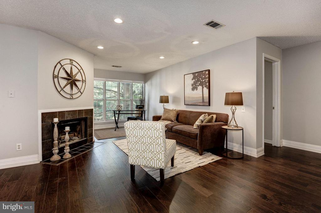 Brand new hardwood floors throughout! - 3903 GOLF TEE CT #326, FAIRFAX