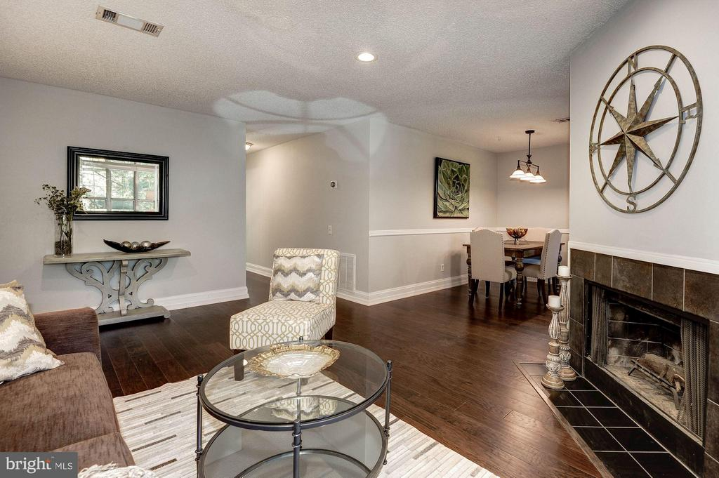 Open floor plan leads into the dining room - 3903 GOLF TEE CT #326, FAIRFAX