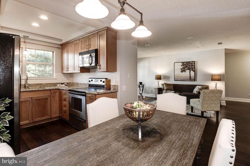 Dining room overlooking living room & kitchen - 3903 GOLF TEE CT #326, FAIRFAX