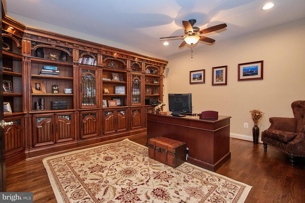 Private Office w/Custom Fitted Bookcase w/Lights - 15747 FOLEYS MILL PL, HAYMARKET