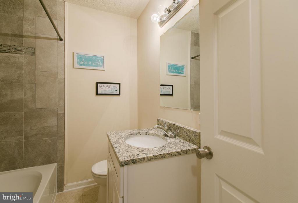 Full bathroom on main level - 125 ONVILLE RD, STAFFORD
