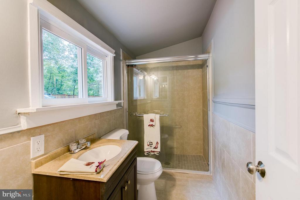 Renovated Master Bath - 125 ONVILLE RD, STAFFORD