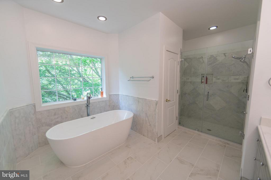 Bath (Master) - 3806 MODE ST, FAIRFAX